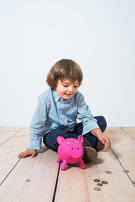 Sparen - p954m1513092 von Heidi Mayer