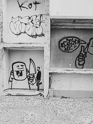 Man beside wall with Graffiti - p1267m2090154 by Wolf Meier