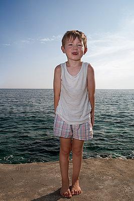 Kind am Meer - p1386m1441779 von Lindqvist