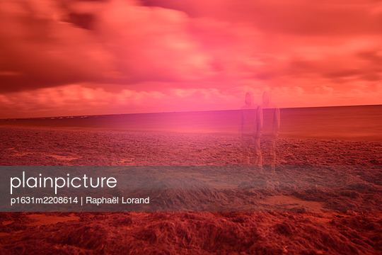 Double man infrared - p1631m2208614 by Raphaël Lorand