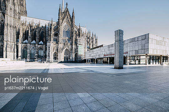Cologne Cathedral and Romano-Germanic Museum - p1637m2211674 by Vogel