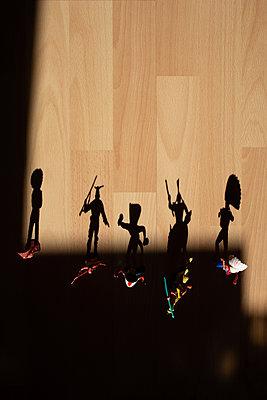 Schatten von Spielfiguren - p1308m2247445 von felice douglas