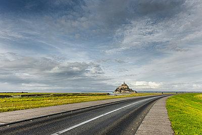 Straße zum Mont-Saint-Michel - p248m1515238 von BY