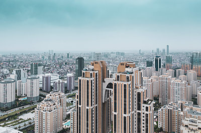 High rises, financial district, Atasehir, Istanbul, aerial view - p1332m2287864 by Tamboly