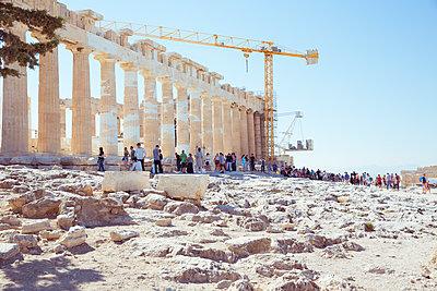 Touristen auf Akropolis Gelände - p432m1510550 von mia takahara