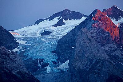 Alpenglühen am Rosenlaui Gletscher - p606m2015666 von Iris Friedrich