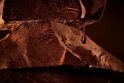 Melting chocolate - p851m1148636 by Lohfink