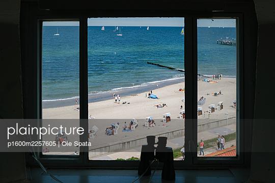 Germany, Mecklenburg-Vorpommern, Rügen, Beach view - p1600m2257605 by Ole Spata