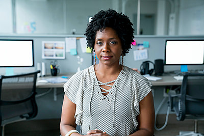 Portrait of confident businesswoman sitting in office - p1166m1474670 by Cavan Images