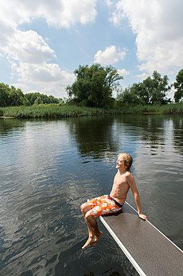 Sommerferien, Stolzenhagener See - p949m929311 von Frauke Schumann