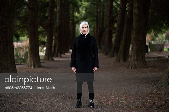 Elderly woman in a black coat - p608m2258774 by Jens Nieth