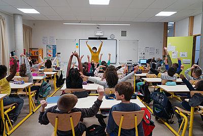 Primary school during coronavirus crisis in France - p1610m2215568 by myriam tirler