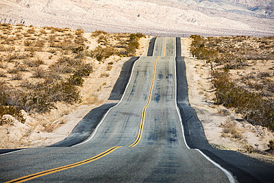 US 190 road, Death Valley National Park, California, USA - p651m2152387 by Stefano Termanini