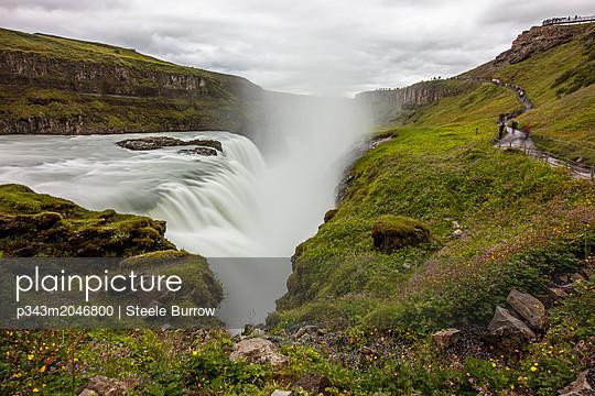 plainpicture - plainpicture p343m2046800 - Gullfoss waterfall, Iceland - plainpicture/Cavan Images/Steele Burrow