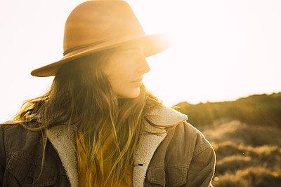 Italy, Sardinia, portrait of woman on a hiking trip at sunset - p300m1581704 von Kike Arnaiz