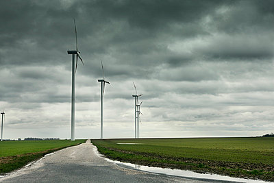 Düstere Aussichten - p7980032 von Florian Loebermann
