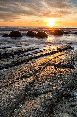 The Moeraki Boulders at Moeraki Beach, Otago, South Island, New Zealand - p871m2068567 by Ed Rhodes