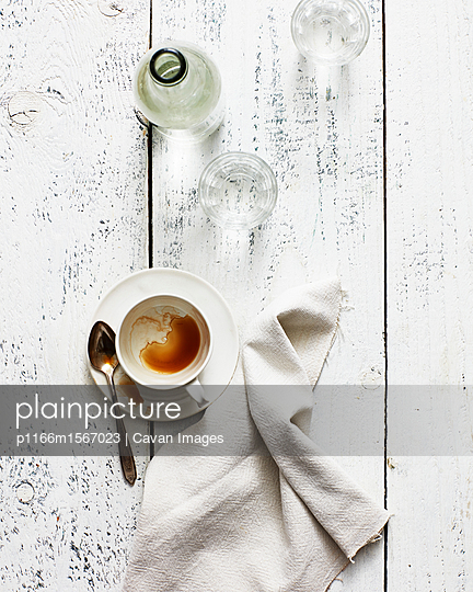 High angle view of leftovers with napkin on wooden table - p1166m1567023 by Cavan Images