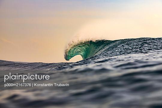 Indonesia, Bali, Ocean wave - p300m2167376 by Konstantin Trubavin