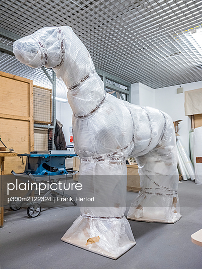 Packed horse sculpture in a museum - p390m2122324 by Frank Herfort