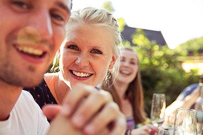 Freunde - p788m823807 von Lisa Krechting