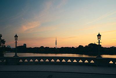 Hamburger Fernsehturm und Alster - p1696m2294350 von Alexander Schönberg