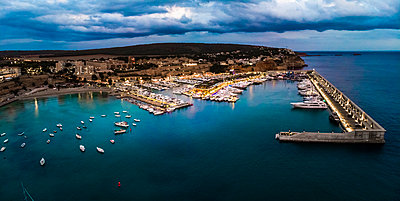 Mallorca, El Toro, Port Adriano at blue hour, aerial view - p300m2069126 by Martin Moxter