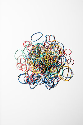 Rubber band - p1212m1110410 by harry + lidy