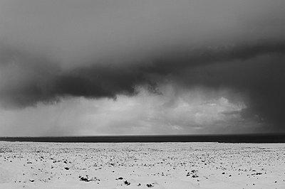 Cloudy sky over arctic landscape - p555m1415731 by Pete Saloutos