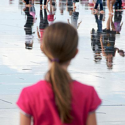 Barefoot - p813m701043 by B.Jaubert