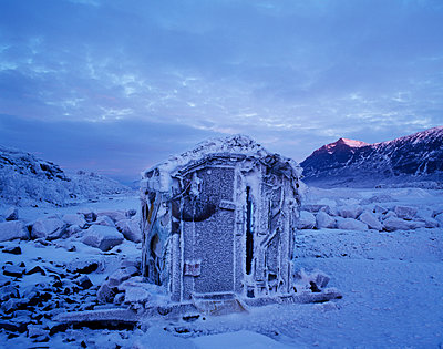 Hut in the mountains - p972m1056401 by Gerry Johansson