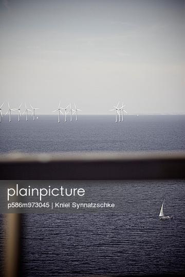 Offshore Windpark im Öresund - p586m973045 von Kniel Synnatzschke