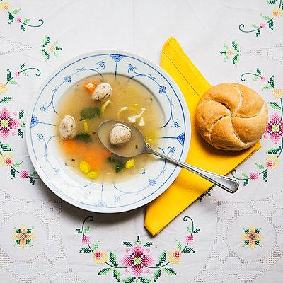 Teller Suppe - p1008m1065736 von Valerie Schmidt