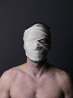 Bandage - p1052m955635 by Wolfgang Ludwig