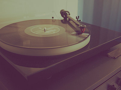 record player stylus on a rotating vinyl - p1072m899531 by Kevin Mallia