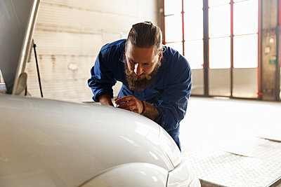 Mechanic working on a car in a workshop in Sweden - p352m2040790 by Christian Ferm