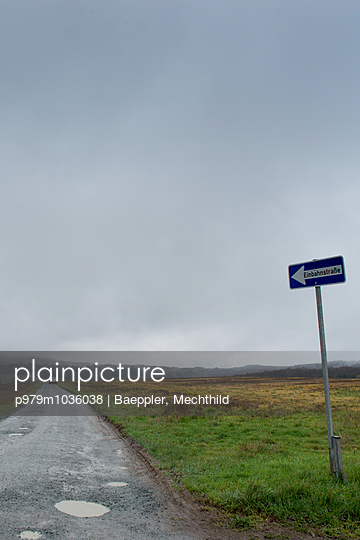 Einbahnstrasse - p979m1036038 von Baeppler, Mechthild