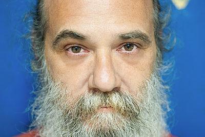 Man with full beard - p1118m1540319 by Tarik Yaici