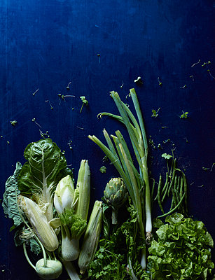 Directly above shot of green vegetables on blue table - p301m976176f by Larry Washburn