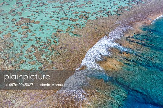 Polynesia, Aerial view, Tetiaroa, Blue lagoon - p1487m2245027 by Ludovic Mornand