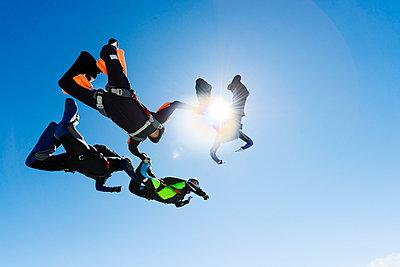 Sky-divers in air - p312m993195f by Hans Berggren