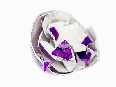 Broken eggshell - p401m2264011 by Frank Baquet