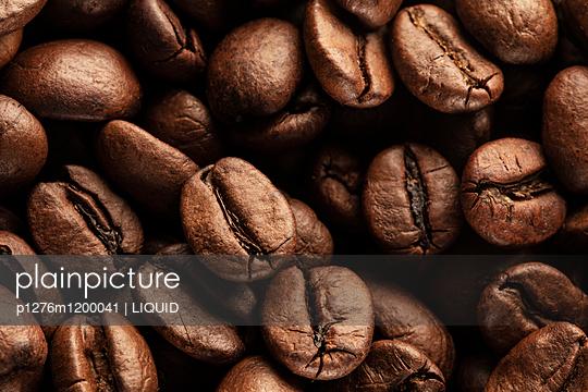 Kaffeebohnen Nahaufnahme - p1276m1200041 von LIQUID
