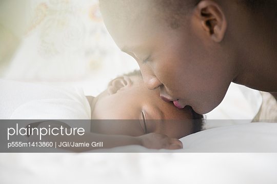 Close up of Black mother kissing forehead of baby boy - p555m1413860 by JGI/Jamie Grill