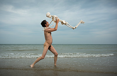 Man and a skeleton - p1132m1486837 by Mischa Keijser