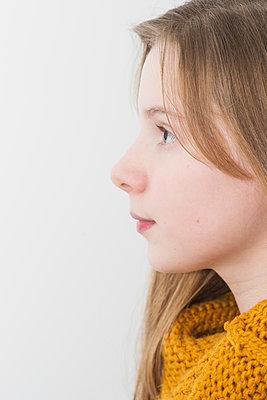 Portrait of a teenage girl - p1323m1516261 von Sarah Toure