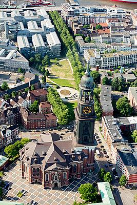 Luftaufnahme von St. Michaelis-Kirche (Michel), Hamburg II - p1493m1584450 von Alexander Mertsch