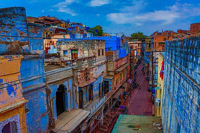 The blue rooftops in Jodhpur, the Blue City, Rajasthan, India, Asia - p871m1167801 by Laura Grier