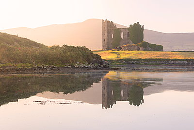 Ballycarbery Castle, Cahersiveen, County Kerry, Munster, Republic of Ireland, Europe - p871m2003505 by Roberto Moiola