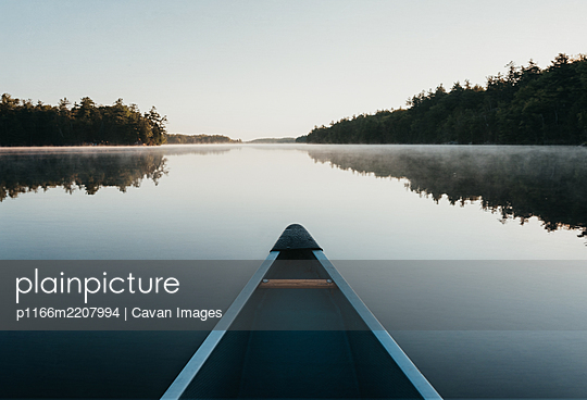 Bow of a canoe in the morning on a misty lake in Ontario, Canada. - p1166m2207994 by Cavan Images